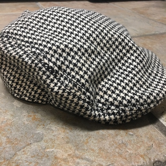 efc66331777 London Fog Other - Houndstooth newsboy driving cap hat